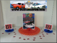 "Flying Birthday General Lee 8"" Red Fan Centerpiece (SKU: flyingbirthdaygeneralcenterpiece)"